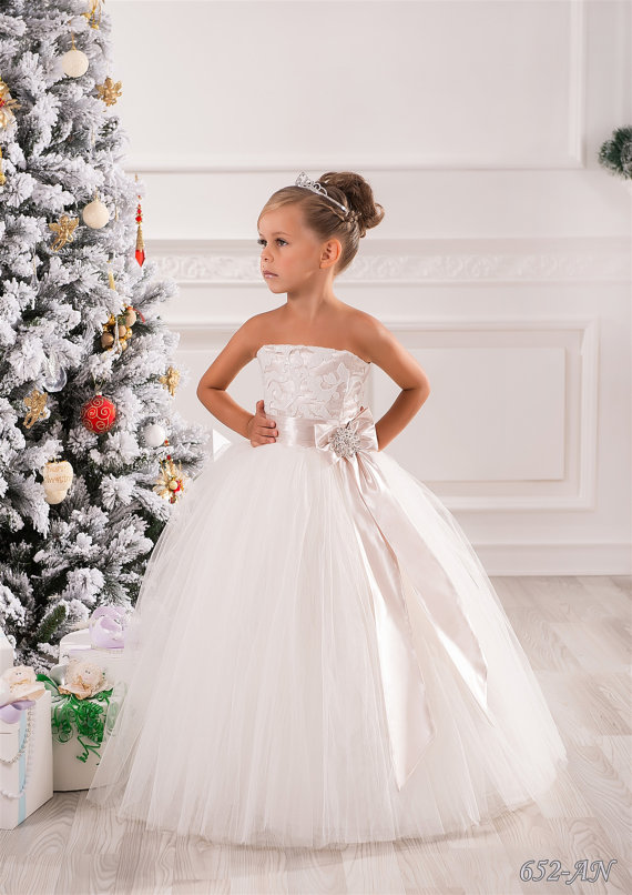 5b0d105e8 White First Communion Dress